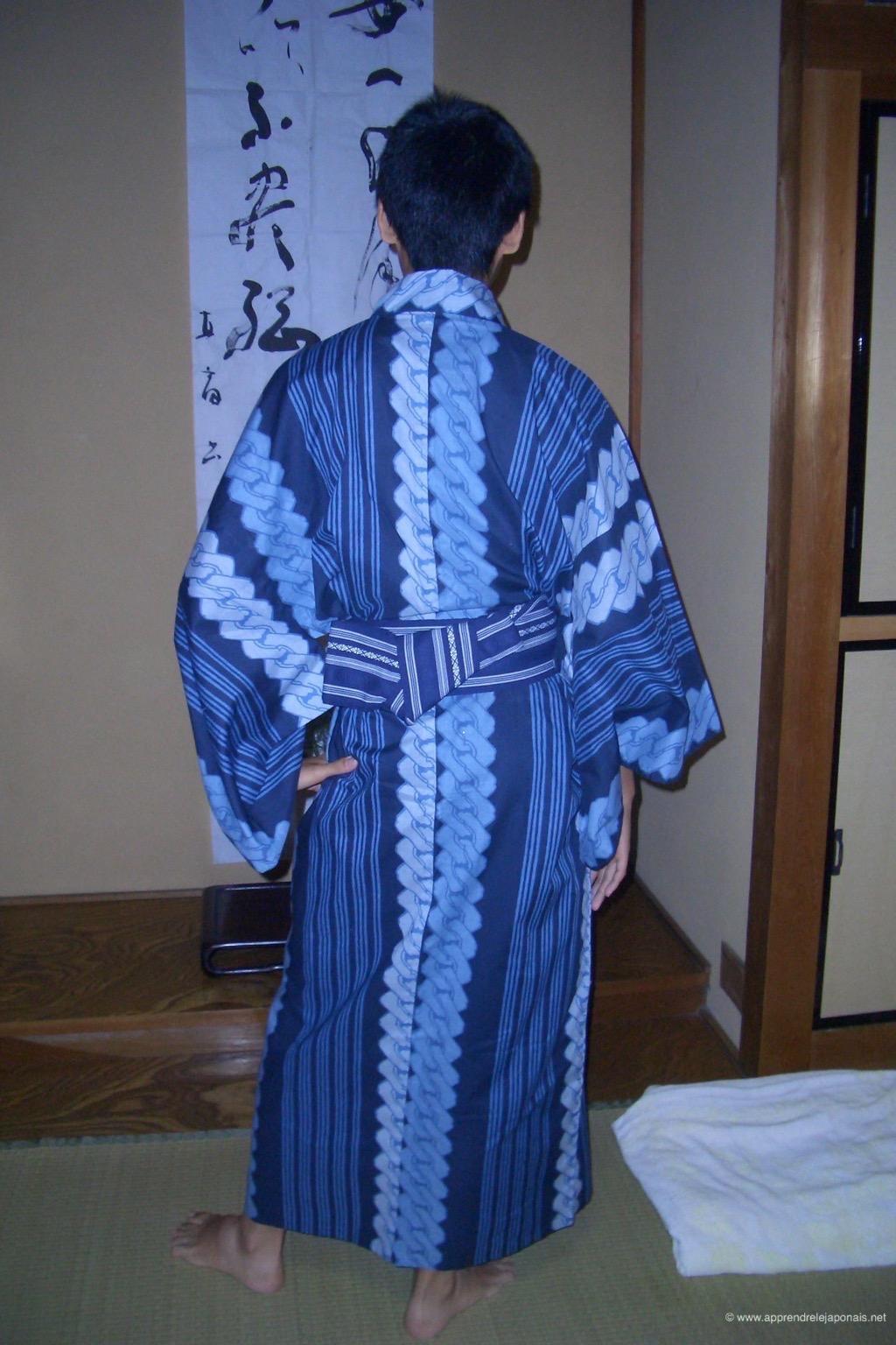 9774e03579c3 Yukata   un vêtement japonais porté par les hommes et les femmes en été